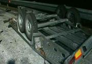Carambol pe autostrada Timisoara - Lugoj! O platforma, o masina si un trailer s-au ciocnit puternic
