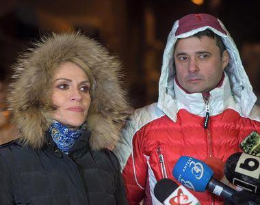 Daniel Florea, primarul sectorului 5, a deszapezit imbracat intr-o geaca de 2.000 de...
