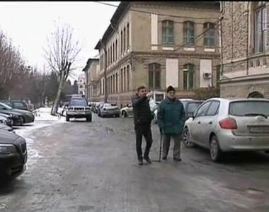 Un angajat al Spitalului Judetean din Cluj si-a spart capul dupa ce a cazut pe gheata,...