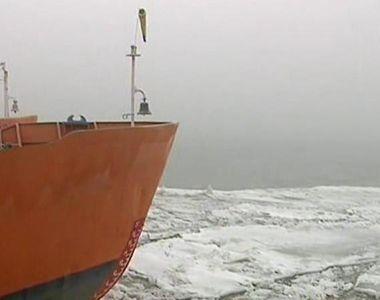 Doua nave au ramas captive pe Dunare din cauza sloiurilor. Ceata si gheata blocheaza...