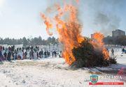 Gafa monumentala a primarului Mutu, care i-a enervat cumplit pe activistii pentru mediu! A facut concurs de aruncat brazi naturali, dupa care le-a dat foc!