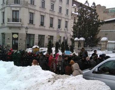 Mii de credinciosi din Bucuresti s-au rugat astazi la Sfantul Antonie cel Mare la...