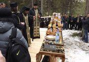 Aproximativ 100 de persoane participa la un parastas pe Varful Petreasa din Apuseni, la trei ani de la accidentul aviatic