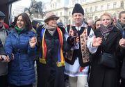 Gabriela Firea s-a prins in hora cu dansatorii. Aproximativ 100 de oameni la manifestarile de Ziua Unirii din Piata Universitatii din Capitala