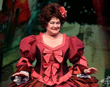 Criticii de arta reactioneaza dur dupa infiintarea unui teatru cu numele unei mari...