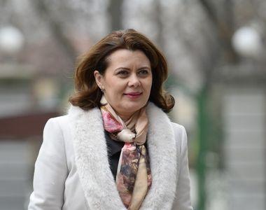 Aurelia Cristea, parlamentarul PSD hulit de fumatori, acum aplaudata de protestatari. A...