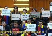 Scandal in Parlamentul Romaniei. Protestul celor de la USR i-a infuriat pe ceilalti colegi, indiferent de culoarea politica