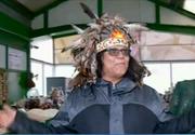 Un sef de trib indian a facut furori intr-o piata din Constanta. Ce cauta cel care conduce clanul lupilor din Canada in Bucuresti