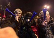 Fiul fostului pilot Adrian Iovan s-a aflat printre protestatarii din Piata Victoriei! Albert a infruntat gerul alaturi de mama sa, Romanita!