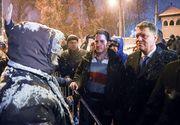 Presedintele Klaus Iohannis a iesit sa stea de vorba cu protestatarii de la Cotroceni - A fost huiduit si i s-a refuzat ceaiul cald pe care l-a oferit