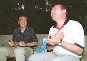 "Traian Basescu si Adrian Nastase i-au spart usa apartamentului lui Nicolae Vacaroiu! Nu e un banc, chiar s-a intamplat! Toti trei erau vecini, iar ""Nea Nicu"" a plecat din Bucuresti si a uitat sa inchida apa"