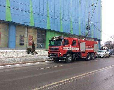 Alerta cu bomba intr-un mall din Galati. Oamenii au fost evacuati de urgenta