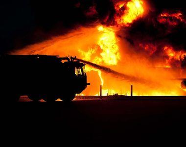 Trei persoane, ranite dupa o explozie produsa intr-o locuinta din Reghin si care a fost...