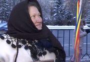 """""""Doamna cu naframa in bat"""" de la protestul din Piata Victoriei, la protestul de la Cotroceni: """"Am venit pentru un strop de pace"""""""