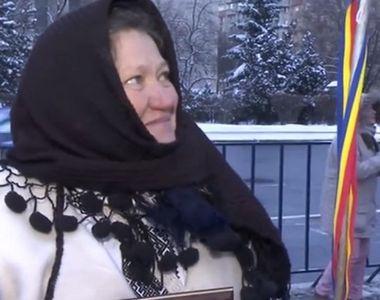 """""""Doamna cu naframa in bat"""" de la protestul din Piata Victoriei, la protestul..."""
