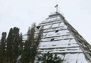 Misterul piramidei din Arges. De ce a construit Nicolae Ceausescu o piramida imensa din sticla si metal?