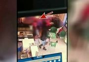 Imagini revoltatoare, intr-un fast-food din Buhusi. Un barbat, tata a 3 copii, i-a dat foc sotiei sale in public, sub privirile socate ale soacrei si ale copiilor
