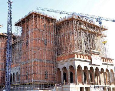 Patriarhia Romana, actionata in instanta de firma care construieste Catedrala Mantuirii...
