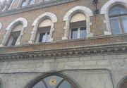 """Un palat istoric din Cluj a fost """"infrumusetat"""" cu termopane"""