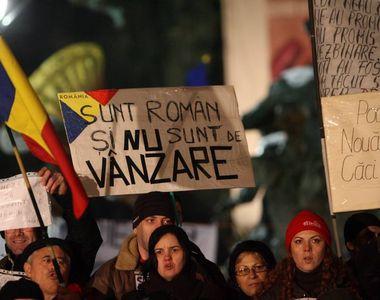 Manifestiile continua in Capitala. Aproximativ 2.000 de oameni in Piata Victoriei, in...