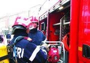 Un autocar in care se aflau 17 pasageri a luat foc intre Resita si Caransebes. Oamenii au iesit din masina cand au simtit miros de fum