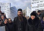 Preot, exclus din Biserica pentru ca nu-si pomenea seful in slujbe! Enoriasii din Alba Iulia au protestat in fata catedralei ortodoxe!