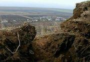 Geologii au aflat de ce pamantul a luat-o la vale in satul galatean Izvoarele. Pamantul insa nu da semne de liniste, iar localnicii sunt terifiati
