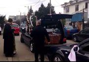 Incredibil ce s-a intamplat cu sicriul mamei Madalinei Manole chiar in fata cimitirului! De ce nu a fost lasata masina mortuara sa intre in curtea lacasului