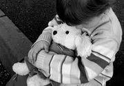 Doua fetite din Sibiu au ramas orfane, dupa ce tatal lor a murit. Barbatul a fost batut cu parul de vecini