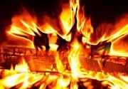 L-a stropit cu spirt, cu rachiu si l-a aruncat in foc. Imposibil de demonstrat daca pruncul din Vaslui era viu cand mama l-a ars