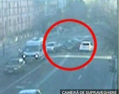 Un sofer de 19 ani din Valcea a depasit o coloana de masini formata la semafor, iar...