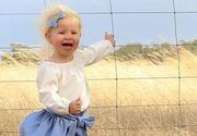 Si-a fotografiat fetita, insa a impietrit cand a vazut ce e la picioarele ei! Orice miscare brusca putea fi fatala