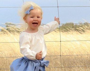 Si-a fotografiat fetita, insa a impietrit cand a vazut ce e la picioarele ei! Orice...