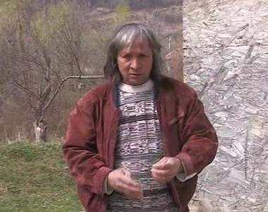 El este Virgil, romanul care bate cuie cu palma si sfarama pietre cu mainile. Are 59 de...