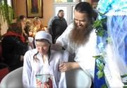 El este preotul ortodox devenit celebru, pentru ca boteaza adulti! Persoanele intra in cristelnita si se lasa scufundate in apa de trei ori!