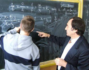 Profesorii se vor putea pensiona anticipat daca au 30 de ani vechime, a decis Comisia...
