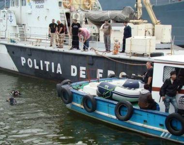 O ambarcatiune cu trei persoane a esuat  din cauza furtunii de pe Marea Neagra