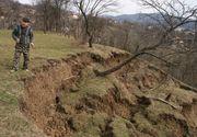Un sat din Romania, aproape sa fie sters de pe harta din cauza alunecarilor de teren