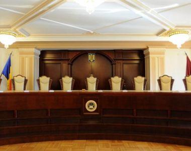 Inca o amanare de la CCR privind Legea care interzice condamnatilor penal sa faca parte...