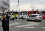 O femeie din Sibiu si fiul ei de 13 ani, raniti dupa ce trei masini s-au ciocnit in apropierea unei piete agroalimentare