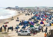 Peste 40.000 de turisti se afla pe litoral in minivacanta de 1 Mai; Mamaia si Vama Veche cele mai cautate statiuni