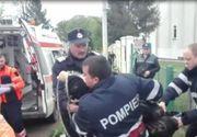 O batrana din Botosani a fost salvata de pompieri dupa ce a cazut in fantana din curtea unei biserici. Imagini cu operatiunea de salvare