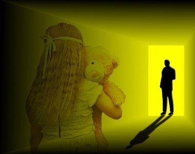 "Ea este dama de companie care isi ""inchiria"" fetita de 3 ani pedofililor!..."
