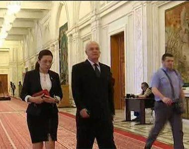 Au 3 luni de vacanta, dar nu le sunt de ajuns. Parlamentarii isi depun cereri de...