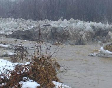 Cod galben de inundatii. Meteorologii spun ca cele mai vizate sunt judetele Gorj si Jiu