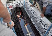 Un mort a fost consultat in sicriu, dupa ce rudele au sunat la 112 spunand ca l-au vazut miscand