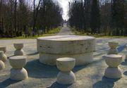Turistii vor fi amendati daca mai ating operele din Ansamblul Monumental Targu Jiu