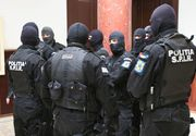 Droguri, arme, bani si tigari de contrabanda, confiscate de politisti dupa perchezitii la traficanti
