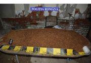 Fabrica ilegala de tigarete, descoperita la subsolul unui bloc din Capitala. Politistii au gasit 187 de kilograme de tutun