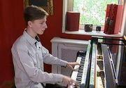 El este romanul care va concerta alaturi de Andrea Bocelli! Are numai 13 ani si a invatat sa cante la pian abia acum 5 ani - Afla povestea lui Fabiani